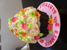 Wilton giant cup cake, with candy melt case.