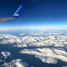 Sorvolando i fiordi norvegesi in direzione casa #rainbowRTW questo viaggio tra #leviedelnord mi mancherà! Ora sbircio su www.leviedelnord.com per programmare la prossima avventura! #visitnorway #sas @visitnorway_it  @leviedelnord