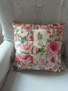 Idea--fussy cut scraps to make this. Shabby Chic Cushions, Handmade Cushions, Vintage Pillows, Vintage Fabrics, Patchwork Cushion, Quilted Pillow, Cushion Fabric, Cushions To Make, Pin Cushions