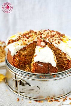 Cake with parsley root and nuts -   ciasto pietruszkowe z kremem z twarożku i orzechami