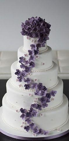 Весільні торти, прикрашені квітами