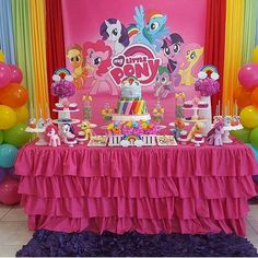 Ladies and gentleponies, put your hooves together -- it's time for a pony party! Invite Twilight Sparkle, Rainbow Dash, Pinkie Pie, and the rest of the gang to your MLP birthday party in no time with these fun-filled pony party ideas. Bolo My Little Pony, Festa Do My Little Pony, My Little Pony Birthday Party, Rainbow Birthday, Unicorn Birthday Parties, Birthday Party Decorations, Girl Birthday, Happy Birthday, Cake Birthday