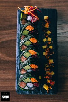 Oh the beauty🖤* _Single Mur_ Sushi Comida, Dessert Chef, Japanese Food Sushi, Sushi Love, Sushi Art, Comfort Food, Edible Art, Sashimi, Aesthetic Food
