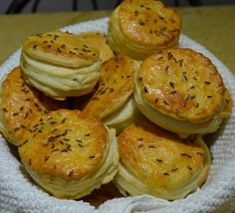 Burgonyapogácsa (leveles) – Másnap is puha lesz! Winter Food, Minion, Dairy, Cheese, Breakfast, Yummy Yummy, Potato, Morning Coffee, Minions
