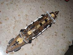Modelo acabado, con sus aparejos, botes y luces.