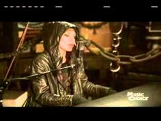 Skylar Grey - Coming Home (Live for Music Choice) Tell the word I'm coming home..let the rain wash away all the pain...