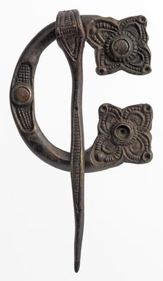 Bronze and amber brooch, possibly 8th century, found at Loch Glashan, Scotland </br> © CSG CIC