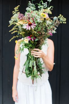 Wildflower Inspiration for Style Me Pretty Living // Styling & Concept: Holly Marder / Avenue Lifestyle // Photography: Anouschka Rokebrand Most Beautiful Flowers, Love Flowers, Fresh Flowers, Wild Flowers, Late Summer Flowers, Bloom And Wild, Style Me Pretty Living, Hearth And Home, Flower Show