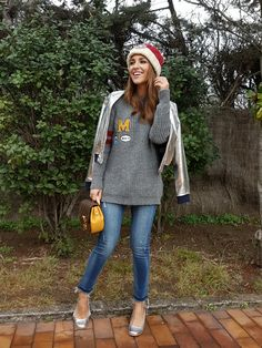 Tras la pista de Paula Echevarría » SILVER COLLEGE. Grey college style sweater, cropped jeans+silver midi heeled pumps+silver back embroidery bomber jacket+brown and mustard Luis Vuitton handbag+red and white knit beanie. Winter Smart Casual Outfit 2017