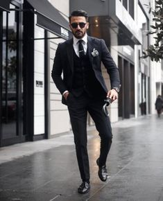 Super hairstyles for men with widows peak outfit ideas hairstyles is part of Hipster mens fashion - Full Black Suit, Black Suit Men, Mens Fashion Blog, Mens Fashion Suits, Mens Suits, Men's Fashion, Fashion Menswear, Street Fashion, Fashion Outfits
