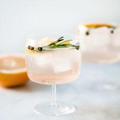 Un délicieux cocktail de plantes et de fleurs parfait pour le vin d'honneur.