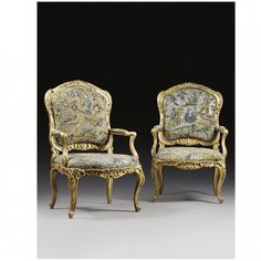 w - A PAIR OF ITALIAN CARVED GILTWOOD ARMCHAIRS, PIEDMONTESE