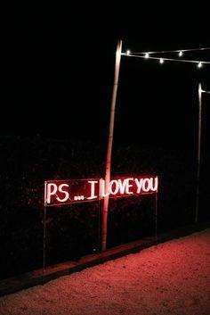 Hyunjin demande de l'aide au Match Maker de son lycée pour pouvoir so… #fanfiction # Fanfiction # amreading # books # wattpad Neon Wallpaper, Aesthetic Iphone Wallpaper, Aesthetic Wallpapers, Neon Aesthetic, Aesthetic Collage, Photo Wall Collage, Picture Wall, Neon Rouge, Neon Licht
