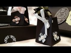 """Vidéo-Tuto """"Boite St Valentin - Partie1 : Mini boîte pyramide"""" par Coul'Heure Papier - YouTube Cadeau St Valentin, Diy And Crafts, Paper Crafts, Envelope Punch Board, How To Make Paper, Diy Projects To Try, Craft Fairs, Gift Bags, Stampin Up"""