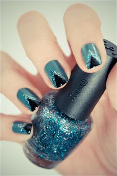 glitter triangle nails
