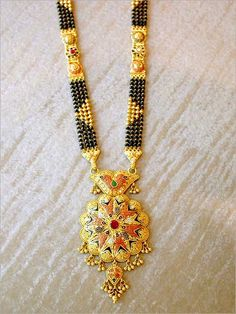 Indian Mangalsutra Designs vary according to the states of the country, each state will have some unique design. Here are the best Indian Wedding Mangalsutra Designs for Brides. Diamond Mangalsutra, Gold Mangalsutra Designs, Gold Jewellery Design, Gold Jewelry, Beaded Jewelry, Mangalsutra Simple, Hindus, Indian Wedding Jewelry, Bridal Jewelry