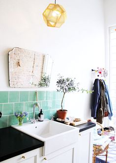 Home Interior Company teal tiles (via trnsito inicial) (my ideal home ).Home Interior Company teal tiles (via trnsito inicial) (my ideal home ) Bathroom Inspiration, Interior Inspiration, Turquoise Tile, Teal Tiles, Green Tiles, Turquoise Room, Green Turquoise, Home Interior, Interior Design