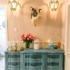 DIY Tutorial Ombre Step by Step Recorded Furniture Makeover Paint Flowers, Painting Antique Furniture, Hand Painted Furniture, Wood Furniture, Chalk Paint Tutorial, Ombre Paint, Buffet, Creative Connections, Star Diy