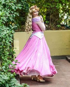 Sleeping Beauty is oh so graceful Real Princess, Princess Aurora, Princess Jasmine, Sleeping Beauty 1959, Disney Face Characters, Briar Rose, Disney Aesthetic, Disney Cosplay, Handsome Faces