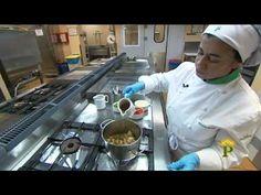 Receta de Pitu de Caleya con Arbellos y Patatinos - YouTube Youtube, Videos, Travel, Gastronomia, Recipes With Chicken, Cooking, Viajes, Trips, Traveling
