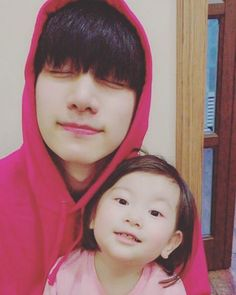 hsh0705 My cute younger cousin. #TheyRecognizeMeㅠㅠ #AndKnowHowToSpeak Our #talented #MochiMochi   Trans. cr: fyeah-vixx
