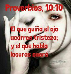 Proverbios, 10:10 - El que guiña el ojo acarrea tristeza; y el que habla locuras caerá.