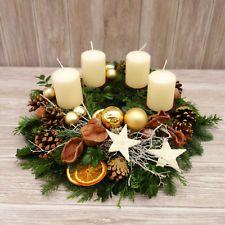 Bildergebnis für weihnachts deko im flur Christmas Advent Wreath, Xmas Wreaths, Christmas Flowers, Handmade Christmas Decorations, Christmas Candles, Xmas Decorations, Christmas Time, Christmas Crafts, Christmas Arrangements
