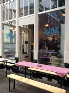 Fritèz Cafétaria Extraordinaire in Rotterdam - Pop-up store in Witte de Withstraat - Very good french fries, dips and snacks! Try some truffelmayonaise!