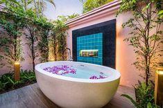 Banyan Pool Villa at 5 star hotel: Banyan Tree Phuket. This hotel's address is: 33 Moo 4 Srisoonthorn Road Cherngtalay Bang Thao Phuket 83110 and have 135 rooms Built In Bathtub, Old Bathtub, Outdoor Bathtub, Jacuzzi Bathtub, Walk In Bathtub, Outdoor Bathrooms, Bathtub Ideas, Bathtubs, Bathroom Ideas