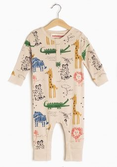 Beige colored Baby romper allover printed with wild animals from FATHALA reserve. This style has an opening at crotch and a placket at neck with little snaps for easy changing! Simple Dresses, Dresses With Sleeves, Cool Umbrellas, Baby Body, Sweatshirt Dress, Baby Prints, Beige Color, Playsuit, Organic Cotton