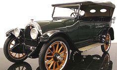Oldsmobile Model 45, voiture routière de 1917  La Oldsmobile Model 45, cette ancienne voiture fut construite en 1917.