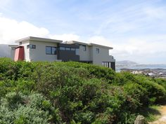 GLASSMEN HERMANUS | HOUSE PRESTON Architect: Andrew Greeff Architects Builder: Mario Le Roux #glassmenhermanus #glassmen