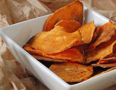 Aperitivos: Besos de Otoño, Chips de boniato y Tostas de chutney de calabaza, brie y pollo.  Crema de castañas, Fricandó de terner...