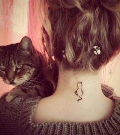 La silhouette d'un chat sur la nuque : j'achète !