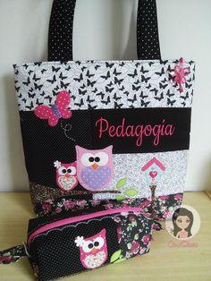 Conjunto de bolsa e estojo personalizado www.facebook.com/carololiveiraatelier… Fabric Purses, Fabric Bags, Patchwork Bags, Quilted Bag, Cosmetic Bag Set, Owl Bags, Paper Purse, Creative Shoes, Fab Bag