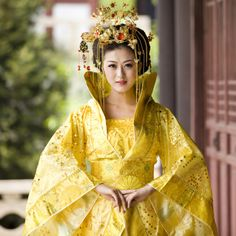 Costume clothes queen of the tang dynasty train costume fairy hanfu chinese dress traditional Hanfu, Cheongsam, Traditional Fashion, Traditional Dresses, Oriental Fashion, Asian Fashion, Dynasty Clothing, Cosplay Costume, Train Costume