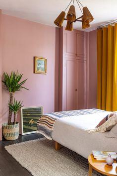 Velvet Curtains Bedroom, Green Curtains, Colorful Curtains, Pink Bedroom Decor, Bedroom Colors, Bedroom Wall, Interior Exterior, Interior Design, Brown Furniture