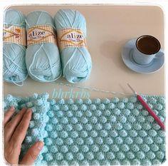 Ekranı sola doğru kaydırın ☺ Kızlar sizce bu model en çok hangi renkte güzel durmuş ☺👍 . .  youtubeye sık iğne üzerine fıstık dolgu  yazarsanız modelin yapımına ulaşabilirsiniz ☺ . . . . @bhrkrbs . . #orgu#orgumodelleri#elemeği#elsanatlari#kesfet Star Baby Blanket, Free Baby Blanket Patterns, Baby Blanket Crochet, Crochet Baby, Puff Stitch Crochet, Bobble Stitch, Crochet Stitches, Crochet Feather, Crochet Unicorn