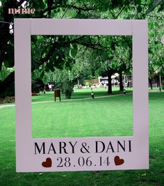 PHOTOCALL de MARYyDANI by http://mimestudio.es/el-photocall-en-la-boda-de-marydani-mimebodas/