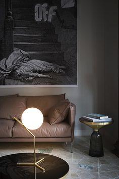 Gorgeous minimalist lighting by Michael Anastassiades for FLOS #homedecor #lamp #interiordesign #livingroom #leathersofa