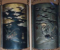 Caso (inrô), con diseño de hibisco y del otoño Flores debajo de las nubes   Japón   periodo Edo (1615-1868)   el Met