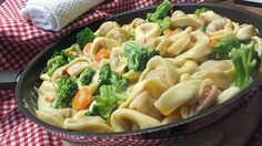 Tortelloni in Käsesahnesoße - recipes - quick and easy - Pasta Pizza Side Dishes, Pizza Sides, Whole Food Recipes, Dinner Recipes, Healthy Recipes, Quick Recipes, Tortellini, International Recipes, Quick Meals