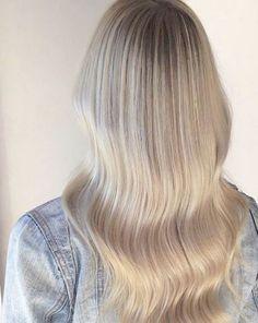 Najpiękniejsze odcienie blond: kremowy, karmelowy, piaskowy, słoneczny...