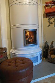 Valkoinen pönttöuuni.  Sonnihaan keltainen tupa Home Decor, Decoration Home, Room Decor, Home Interior Design, Home Decoration, Interior Design