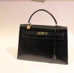 #HERMES Paris #Kellybag 32 cm black box Gold plated metal fittings Keys, lock, clochette, shoulder