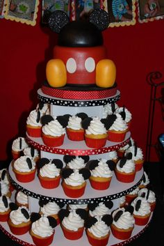 Mickey Mouse Cake & Cupcakes