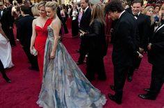 Neil Gaiman inspecting Rachel McAdams' dress.