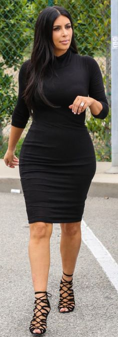 Kim Kardashian, LBD, black sandals ☑️