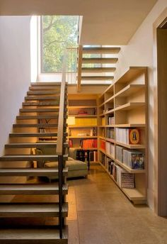 Most people dream of a big house with two or more floors. SelengkapnyaTop 10 Unique Modern Staircase Design Ideas for Your Dream House Home Stairs Design, Home Interior Design, House Design, Modern Interior, Stair Design, Bar Interior, Design Room, Shelf Design, Interior Ideas