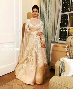 Alia at IIFA 2017 - Manish Malhotra lengha